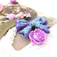Sautoir Violette mon amour :  rétro et vintage, vous serez sous le charme de cet exquis sautoir, il donnera une note ultra glamour à toutes vos tenues- 22 euros