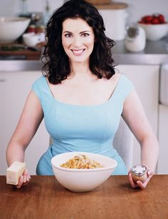 - Photo - As TV chef Nigella Lawson celebrates her birthday, we take a look back at her style evolution in pictures. Cooking Show Hosts, Fun Cooking, Cooking Ideas, Nigella Lawson Age, Simply Nigella, Hourglass Body Shape, Curvy Women Outfits, Tv Chefs, Evolution Of Fashion