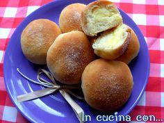 Le brioches parigine alla crema è una ricetta davvero eccezionale. Sono morbide , delicate , ricoperte di zucchero , preparate in forno e profumate .