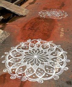Ideas tattoo shoulder mandala sacred geometry for 2019 Rangoli Designs, Mandala Art, Mandala Doodle, Mandala Design, Tattoo Henna, Mandala Tattoo, Henna Mandala, Kolam Rangoli, Indian Rangoli