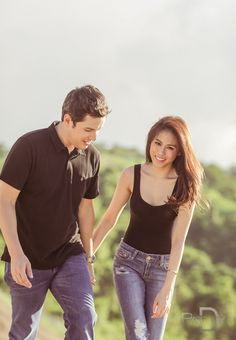 Just like many of you, we are caught in the fever! Here's another engagement shoot of Toni Gonzaga and Paul Soriano by Pat Dy that we totally love. We are smitten over this set that … Mountain Engagement Photos, Engagement Photo Poses, Engagement Shoots, Engagement Pictures, Prenup Theme, Prenup Outfit, Pre Nup Photoshoot, Pre Wedding Photoshoot, Prenup Photos Ideas