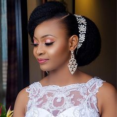 Natural Hair Bride-To-Be? Check out Hair Inspiration For The Natural Hair Bride - Wedding Digest Naija Bridal Hair Updo, Bridal Hair And Makeup, Hair Makeup, Black Bridal Makeup, Natural Wedding Hairstyles, Bride Hairstyles, Black Hairstyles, Pretty Hairstyles, African Wedding Hairstyles