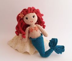 Click here for the free crochet pattern. The pattern is available in Spanish and in Catalan. This mermaid is so beautiful! But just in ...