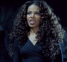 Sanaa Lathan as Vanessa Brooks aka Blade's Mama in Blade . Black Vampire, Female Vampire, Vampire Girls, Vampire Fangs, Grunge, Sanaa Lathan, Black Goth, The Villain, Forever Young