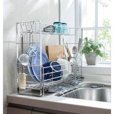 わずか約17cmの幅に置け、洗い物の量に合わせて伸び縮みする大人気のスライド水切り。使いやすくリニューアル!自在なスライド設計で、狭いシンクもここまで美しくなる。