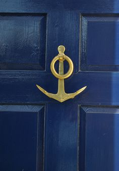 deep blue door for front door color? LOVE my blue front door. This would be perfect! Knobs And Knockers, Door Knobs, Door Handles, Photo Bleu, Front Door Colors, Front Doors, Beach Cottages, Home Design, Knock Knock