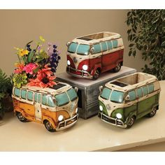 Complete with a solar light, this planter resembles an antique hippie wagon from RC Willey and it will stylishly accent your outdoor space. Diy Clay, Clay Crafts, Ceramic Pottery, Ceramic Art, Wagon Planter, Mini Vasos, Head Planters, Large Planters, Solar Light Crafts