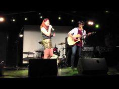▶ Mali-Koa Hood (The Voice Aus) & Calum Hood (5 Seconds of Summer) LIVE @ The Hills Are Alive Final - YouTube