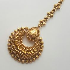 Wedding jewelry is a vital part of bridal wear. Many brides underestimate the need for selecting the most appropriate jewelry. Tika Jewelry, Jewelry Ads, Head Jewelry, India Jewelry, Jewelry Stores, Jewelry Trends, Fashion Jewelry, Indiana, Gold Jewellery Design