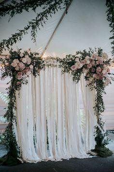Cool 92 Unique and Greenary Wedding Backdrop Ideas https://bitecloth.com/2017/10/18/92-unique-greenary-wedding-backdrop-ideas/