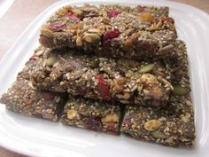 Ultimate Hemp Protein Bar Recipe made with hemp protein powder, Brazil nuts, Quinoa and other high vegan protein sources is a delicious healthy snack bar. Healthy Protein Bars, Vegan Protein Sources, Protein Fruit, Protein Bar Recipes, Hemp Protein, Yummy Healthy Snacks, Vegan Recipes, Snack Recipes, Healthy Munchies