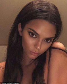 Kendall Jenner Style 545005992408128567 - How Chrissy Teigen, Selena Gomez and Others Get Rid of Dark Circles Source by Flymetozemoon Selena Gomez, Make Up Looks, Beauty Makeup, Hair Makeup, Hair Beauty, Gala Make Up, Kendall Jenner Make Up, Kendall Jenner Selfie, Kendall Jenner Instagram
