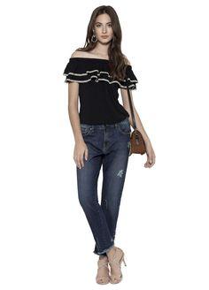 Blusa com modelagem ciganinha e babados aplicados no colo, além de apresentar tecido estampado na barra dos babados. É uma blusa fluida e delicada, traz feminilidade e sofisticação