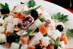 Aprende a preparar de forma rápida y sencilla un plato de ensaladilla rusa con pulpo. Una receta sana y sabrosa para abrir una buena comida con la familia.  #recetas #Primeros #ensaladilla