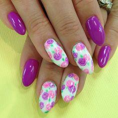 floral nail mani