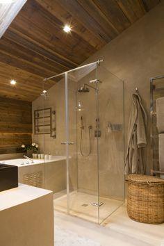 VERSION M — ROSE DES NEIGES Beautiful Bathrooms, Modern Bathroom, Cabin Bathrooms, Cabin Chic, Chalet Style, Rustic Home Design, Inside Home, Dream Furniture, Log Cabin Homes