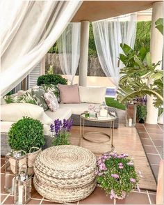 This patio furniture redo is a very inspirational and fantastic idea Outdoor Seating, Outdoor Rooms, Outdoor Living, Backyard Patio Designs, Patio Ideas, Backyard Ideas, Patio Furniture Sets, Furniture Redo, Deck