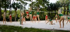 Girls and volleyball - Ragazze giocano a pallavolo