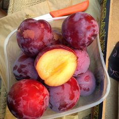 Gorgeous juicy, fragrant Italian plums @elenajohnspa today. Definitely eaters.