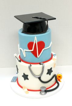 What a great way to celebrate graduating from medical school!! #customcake #graduation #urbanicing