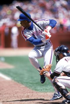 Darryl Strawberry of the New York Mets prepares to swing the bat during the 1990 MLB Season Baseball Batter, Baseball Photos, Sports Baseball, Sports Photos, New York Mets Baseball, Baseball Tickets, Baseball Star, Baseball League, Baseball Cards