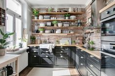 Design frais dans un petit appartement – PLANETE DECO a homes world Fresh design in a small apartment – PLANETE DECO a homes world Image. Rustic Country Kitchens, Rustic Kitchen, Kitchen Brick, Industrial Kitchen Design, Interior Design Kitchen, Home Decor Kitchen, Home Kitchens, Kitchen Ideas, Small Kitchen Cabinets