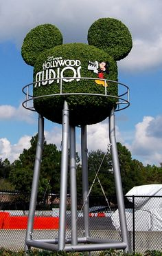 Disney's Hollywood Studios, Studio Backlot Tour -Topiary Water Tower