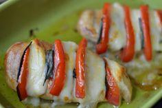 Piept de pui Caprese - CAIETUL CU RETETE Romanian Food, Mozzarella, Sushi, Capri, Japanese, Ethnic Recipes, Ham, Salads, Japanese Language