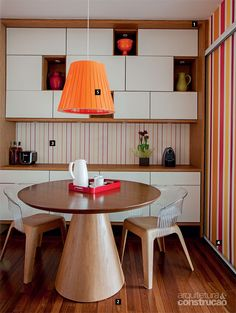 Escritório KTA elege materiais e cores delicadas para sala de jantar