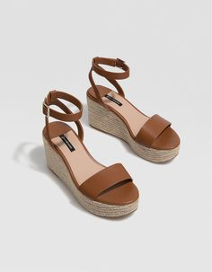 9ead329bb Striped slides with jute platforms | Bershka in 2018 | Shoes, Summer shoes,  Mid heel shoes
