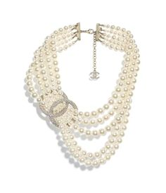 Discover the latest collection of CHANEL Costume jewelry. Explore the full range of Fashion Costume jewelry and find your favorite pieces on the CHANEL website. Chanel Necklace, Chanel Pearls, Chanel Jewelry, Pearl Jewelry, Jewellery, Look Fashion, Fashion Rings, Fashion Jewelry, Fashion Fall