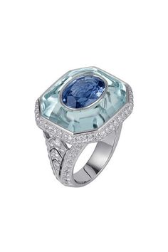 Platinum ring with sapphire, aquamarine and diamond Cartier Sortilège collection. © Cartier 2011