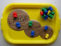To go with The Three Bears Fairy Tale- Sorting Idea with Bear Family Counters. Look how the tray keeps everything organized to help children define their space and clean up easier. Bears Preschool, Preschool Classroom, In Kindergarten, Numbers Preschool, Preschool Themes, Classroom Setup, Future Classroom, Traditional Tales, Traditional Stories