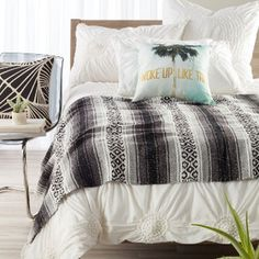 Dress up your bedroom with gorgeous Designer Bedding Sets! Here is a list of our top 10 picks regrouping the best designer duvet covers, and sheets pillows. Duvet Cover Design, Interior Inspiration, Bedroom Inspiration, Bedding Collections, Comforter Sets, My Room, Bedroom Decor, Bedroom Ideas, Duvet Covers
