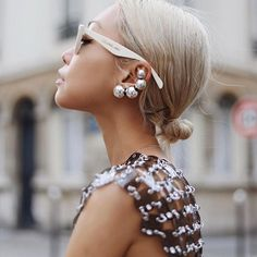 How are we feeling about big statement earrings? Pelo Editorial, Editorial Fashion, Glamour, Classic Chic, Street Style, Parisian Style, British Style, Jewelry Trends, Earring Trends