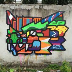 Rukkit Kuanhawate cria street art, arte digital, designs gráficos e até esculturas combinando formas e padrões geométricos com muita cor. Conheça o artista!