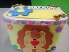 Dicas de Artesanato com Potes de Sorvete e EVA Closet Bedroom, Toy Chest, Safari, Lunch Box, Scrapbook, Crafty, Cute, How To Make, Plastic Spoon Crafts