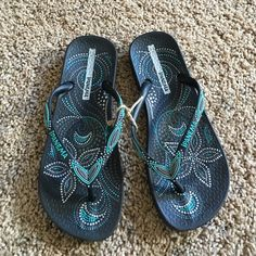 Fits Comes from a nonsmoking with fluffy furkids home Ipanema Shoes Sandals Ipanema Flip Flops, Fashion Tips, Fashion Design, Fashion Trends, Shoes Sandals, Handbags, Outfit, Dress, Clothes