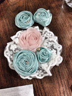 Flowery ribbon satin brooch
