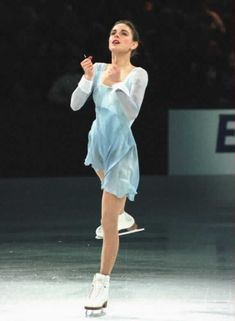 Ekaterina Gordeeva--ok, i don't obsess over skating dresses, but this dress looks like fluid silk on her!