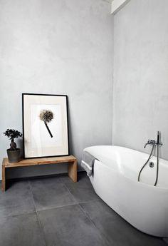 Minimalistische badkamer ligbad fotolijst