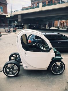 Electric Vehicles are all the rage right now amongst automakers desperately seeking a slice of the future. Moto Car, Microcar, Motorcycle Types, Smart Car, Bicycle Design, Classic Trucks, Electric Cars, Drones, Concept Cars