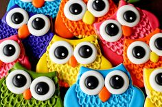 Cute owl cookie- instructions for textured decorations and royal icing eyes: http://thebearfootbaker.com/2012/08/owl-cookies/