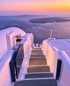 Gorgeous sunset in Imerovigli - Santorini 💜💜💜 Tag your special someone! Pic by ✨ for a feature 💜🇬🇷 . Beautiful Roads, Beautiful Places To Travel, Most Beautiful Cities, Wonderful Places, Beautiful Sunset, Imerovigli Santorini, Santorini Greece, Santorini Hotels, Luxury Houses