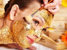 Pedras preciosas e até mesmo ouro podem fazer parte da sua rotina de beleza