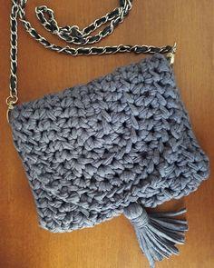 Bolsa prática pro dia ou pra noite #crochê #crochet #croche #fiodemalha #malhamaniacas #trapillo #bolsa #tshirtyarn #crochetbag #fabricyarn #tshirtyarnbag #trapilho #bolsadetrapilho #bolsadecroche #bolsadefiodemalha #casa_da_gabriela #casadagabriela