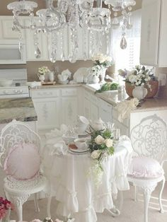 comment amenager la cuisine avec tapisserie kitch et les meubles gustaviens