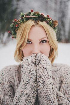 Pair your cozy sweaters & hot cocoa with these lovely winter do's! Take a look at our favorite winter hair inspo for hot looks even when the temps dip. Diy Flower Crown, Flower Crowns, Shooting Photo, Winter Flowers, Fresh Flowers, Winter Hairstyles, Christmas Hairstyles, Glam Hairstyles, Hairstyles 2018
