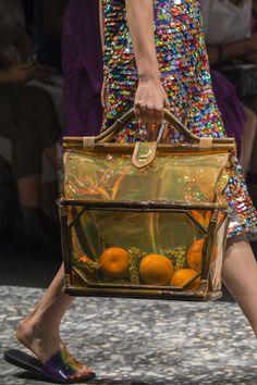 Marco de Vincenzo at Milan Fashion Week Spring 2019 - Details Runway Photos Fashion Week, Fashion Bags, Catwalk Fashion, Milan Fashion, Women's Fashion, Fashion Trends, Buckle Bags, Art Bag, High End Fashion