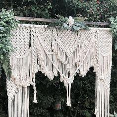 Backdrop Frame, Backdrop Design, Diy Backdrop, Wedding Ceremony Backdrop, Wedding Backdrops, Macrame Design, Macrame Art, Macrame Projects, Bohemian Wedding Decorations